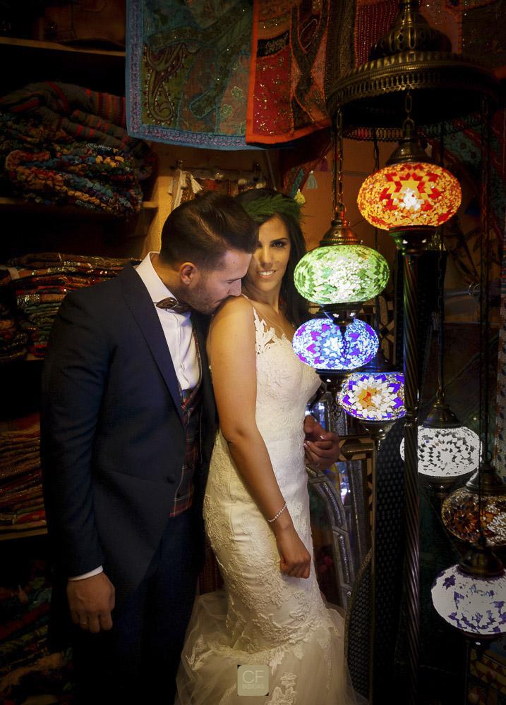 Una bonita iluminación para este momento tras la boda. CF Bodas. Fotógrafo en Granada especialista en bodas.